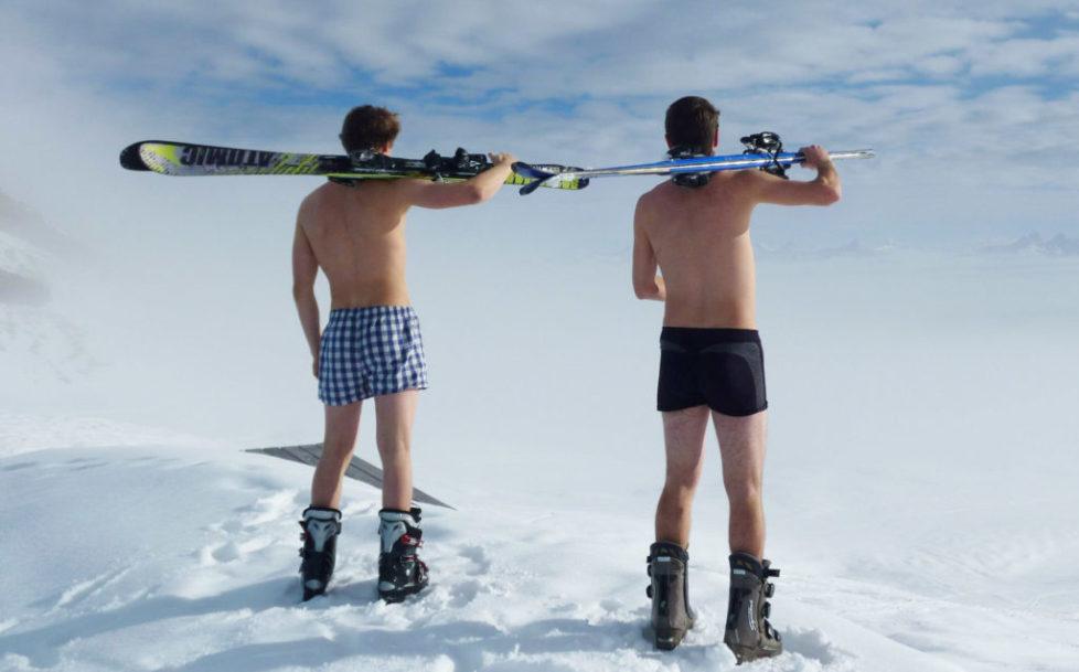 Skifahrer im Gebirge