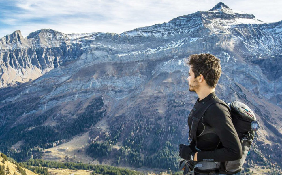 Junger Bergwanderer